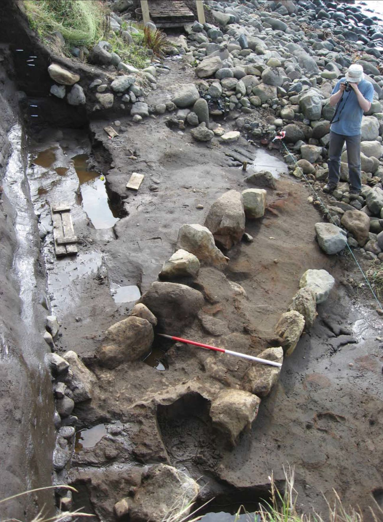 Southern wall of the Viking house at Sandur on Sandoy (source: S. V. Arge: Viking Faroes: Settlement, Paleoeconomy, and Chronology. In: Journal of the North Atlantic 7, 2014, Fig. 5)