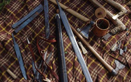 Ukázky výrobků z kovu.