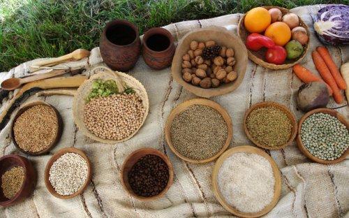 Poznáte, co se v pravěku jedlo a co až mnohem později?
