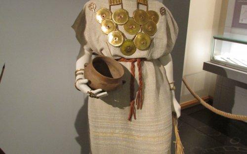 Replika šperků ze střední doby bronzové (foto: Viktoria Čisťakova)
