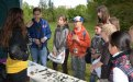 Nejdřív si děti osvěžily své znalosti pravěku poznáváním kopií archeologických nálezů.